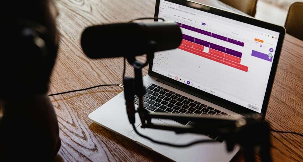 Hier sehen Sie ein Bild zu unserem Blogpost zum Thema Corporate Podcast.
